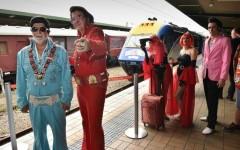 Elvis Presley aparece en la estación central de Sídney