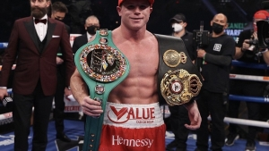Triunfa 'Canelo' en regreso ante Smith